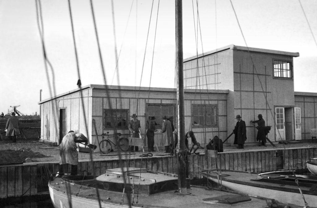 """Nowa przystań """"Gryfu"""" w Basenie Jachtowym im. Gen. Zaruskiego, 1938 r."""