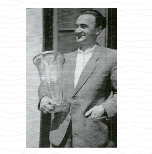 Stefan Maćkowiak słusznie dumny z Pucharu i I miejsc, Gdynia - Władysławowo - Gdynia w 1949 r.